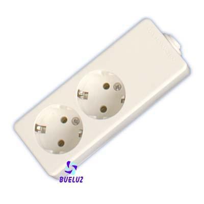 Base multiple 2-T  T/T  sin cable (BLISTER DURO) - Base multiple 2-Tomas sin interruptor y sin cable, maximo 3500 watios 10/16 Amp 250V. Con proteccion para niños. Envasada en BLISTER DURO.